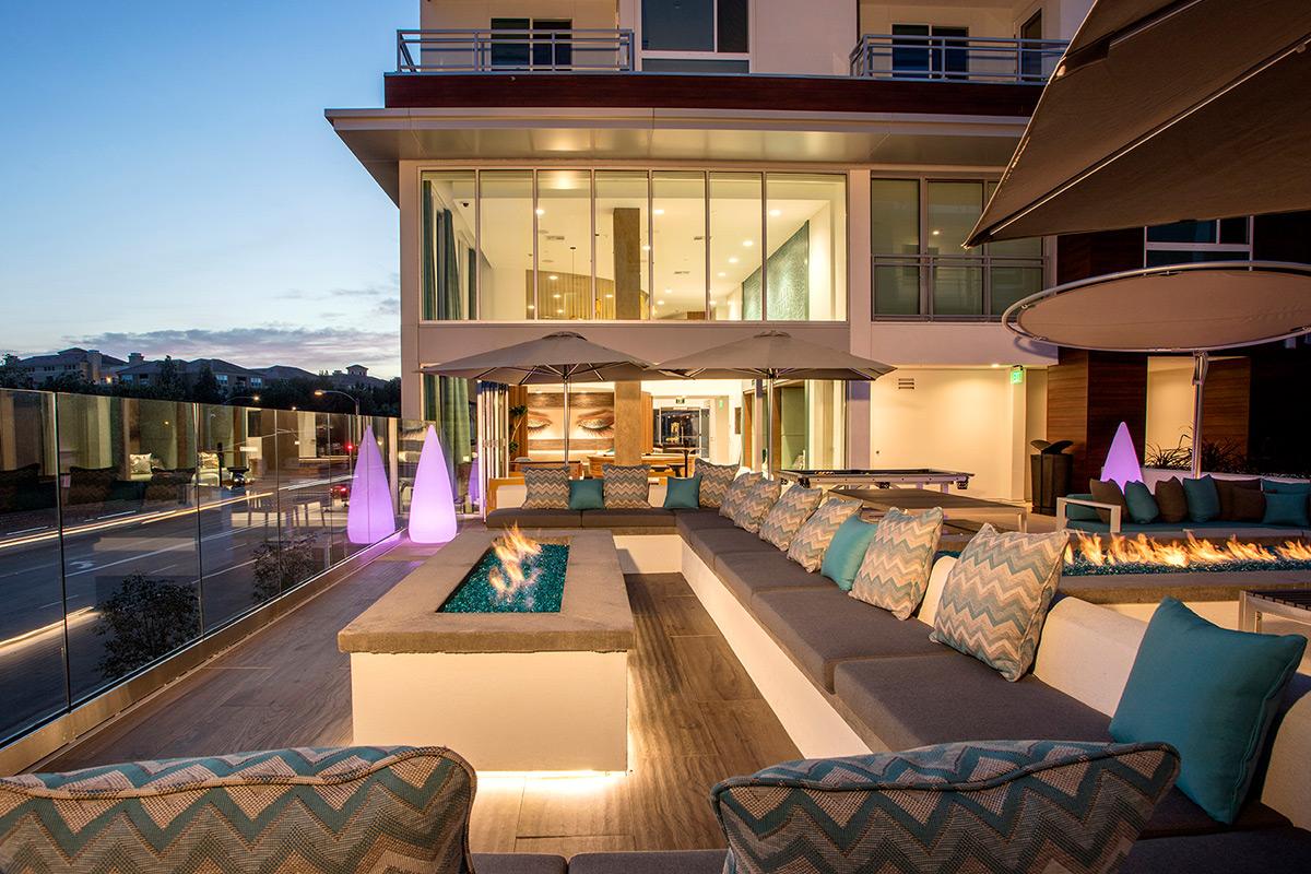 The Royce - Fire Deck Lounge