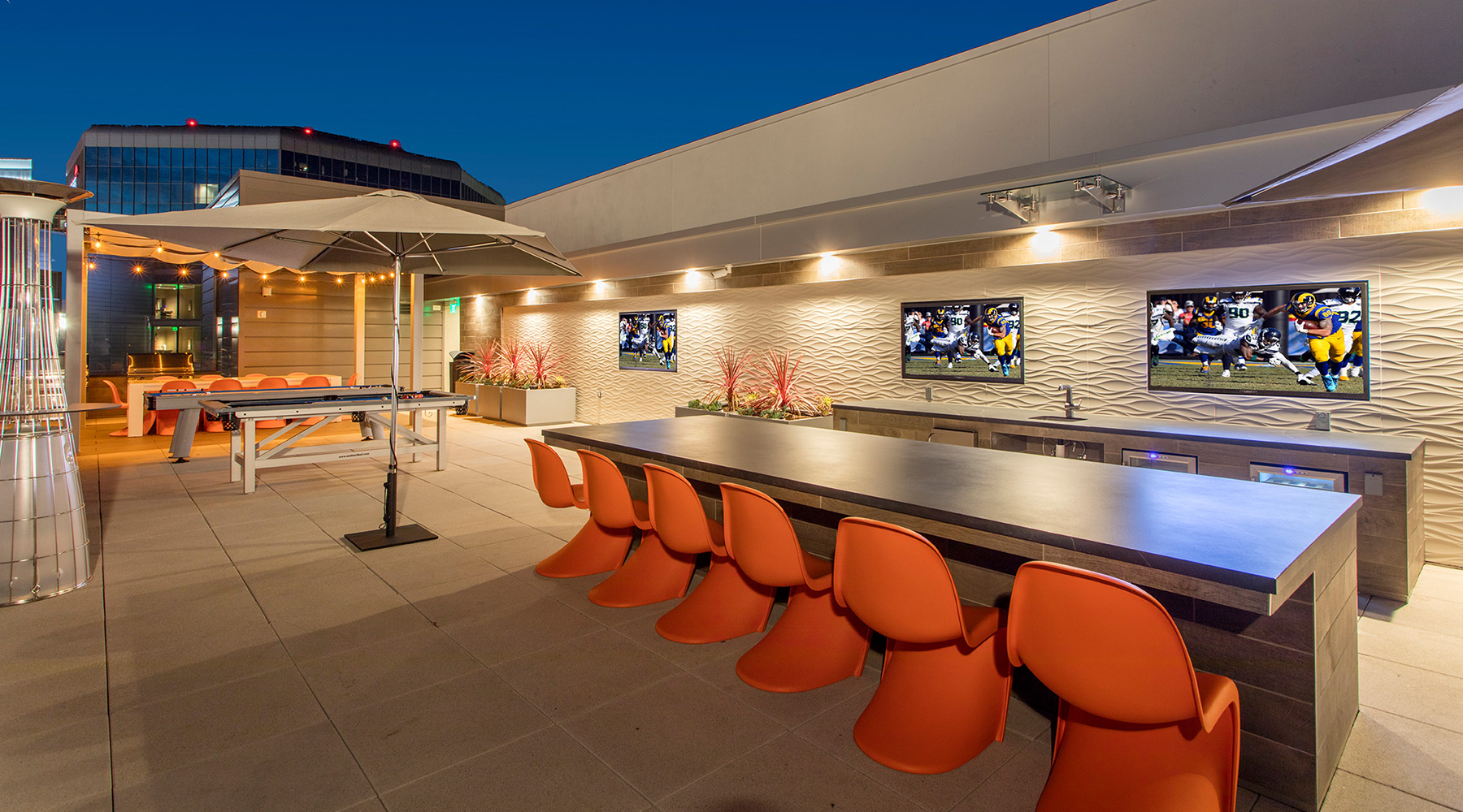 The Royce - Sky Deck Rooftop Lounge